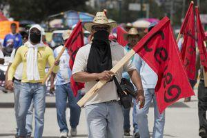 Marchan por estudiantes de Guerrero desaparecidos