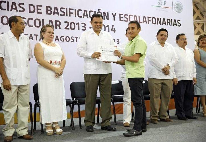 El gobernador presidió ayer sábado un evento con maestros. (yucatan.gob.mx)