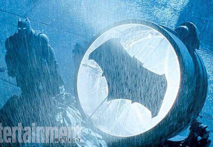 La revista Entertainment Weekly difundió hoy seis nuevas fotografías de la esperada película Batman v. Superman: Dawn Of Justice. (Twitter de Entertainment Weekly)