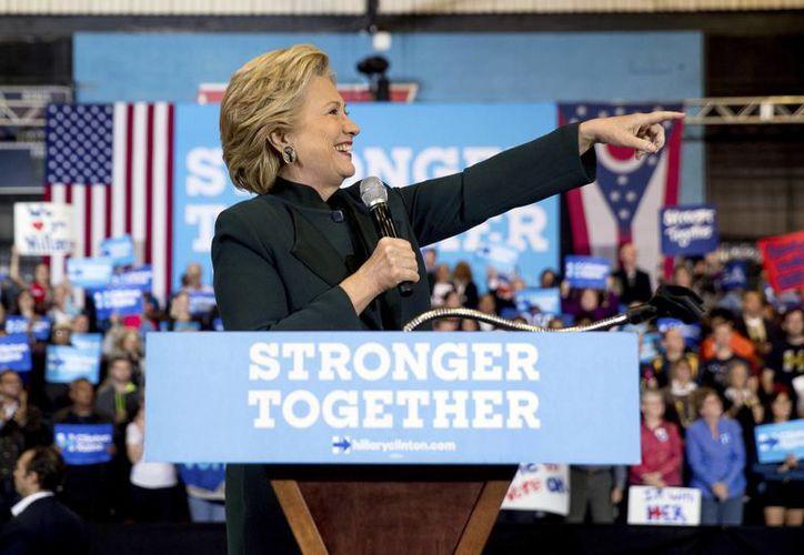 La candidata presidencial demócrata Hillary Clinton habla durante un acto de campaña en el Cuyahoga Community College en Cleveland. (AP/Andrew Harnik)
