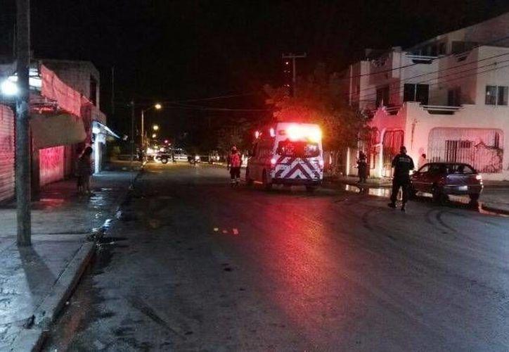 Una persona perdió la vida al recibir impactos de bala esta noche en la Supermanazna 73 de Cancún. (Redacción/SIPSE)