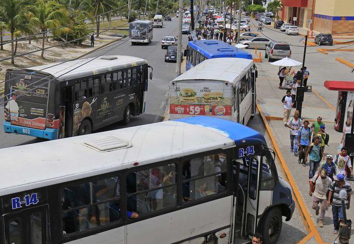 Hace 20 años la autoridad municipal autorizó en la concesión 94 rutas establecidas de transporte urbano. (Jesús Tijerina/ SIPSE)