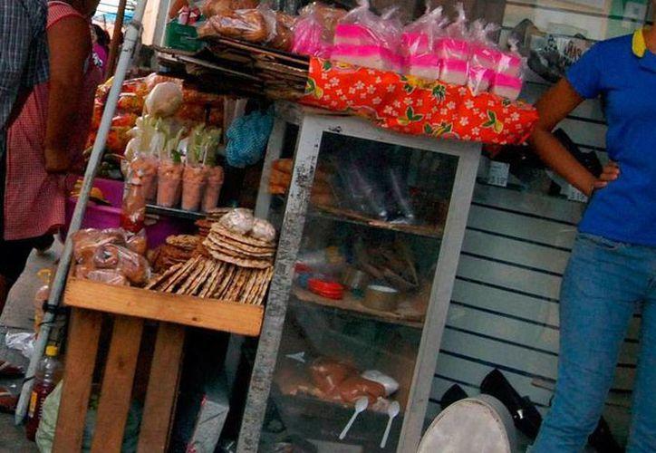 La Canacome asegura que los vendedores han vuelto a 'tomar' por lo menos una de las calles que ya se había 'limpiado' de informales. La autoridad no ha emitido ninguna opinión al respecto. La imagen es únicamente ilustrativa. (SIPSE/Archivo)