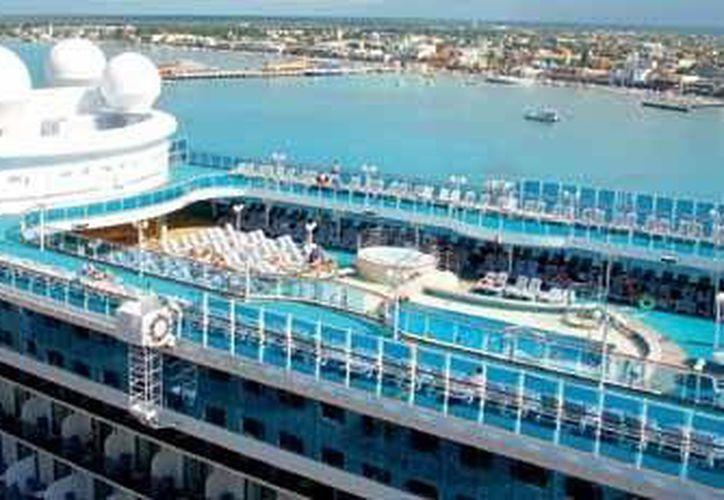La isla de Cozumel es considerada por las compañías navieras como uno de los puertos más importantes de la industria de cruceros. (Gustavo Villegas/SIPSE)