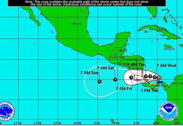 Proyección del Centro nacional de Huracanes de Miami, de la tormenta tropical Otto, el martes 22 de noviembre de 2016.