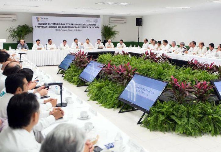 Rolando Zapata Bello se reunió con titulares de las delegaciones y representaciones del Gobierno federal en Yucatán. (Milenio Novedades)