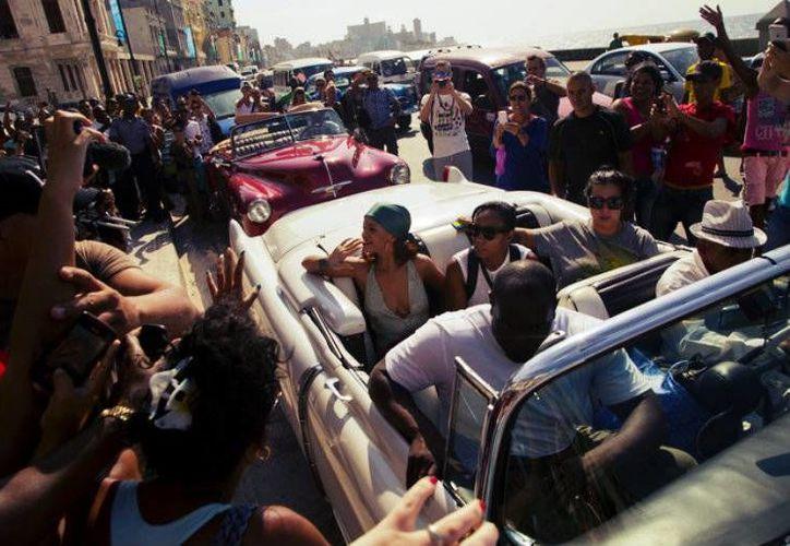 La cantante Rihanna, durante su visita a La Habana en mayo pasado. Cuba es ahora uno de los lugares preferidos para diversas celebridades, quienes visitan la isla luego de la reanudación de sus relaciones con Estados Unidos. (AP)