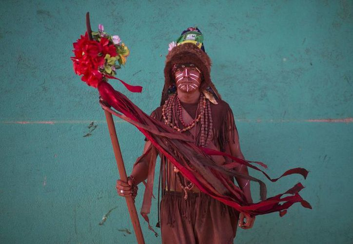 Imagen de un hombre vestido como indígena durante las fiestas en honor al santo patrón de Managua, Santo Domingo de Guzmán, en la capital nicaragüense. (Agencias)