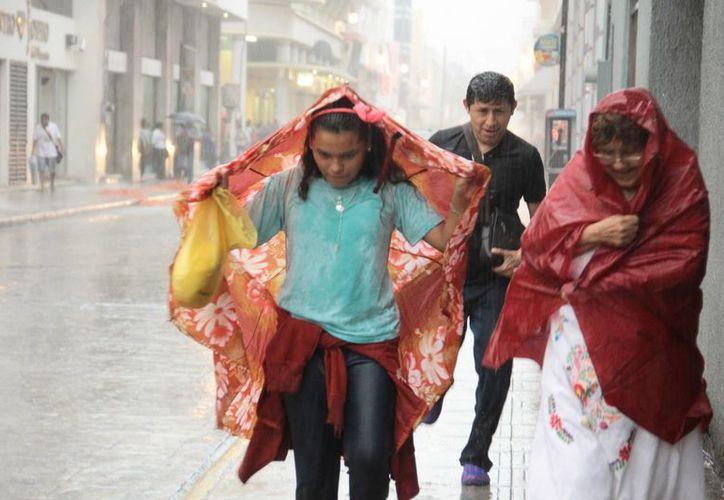 Ayer la temperatura máxima en Mérida fue de 35.9 grados, se registró a las 15 horas. Poco después se desató un aguacero. (Jorge Acosta/Milenio Novedades)