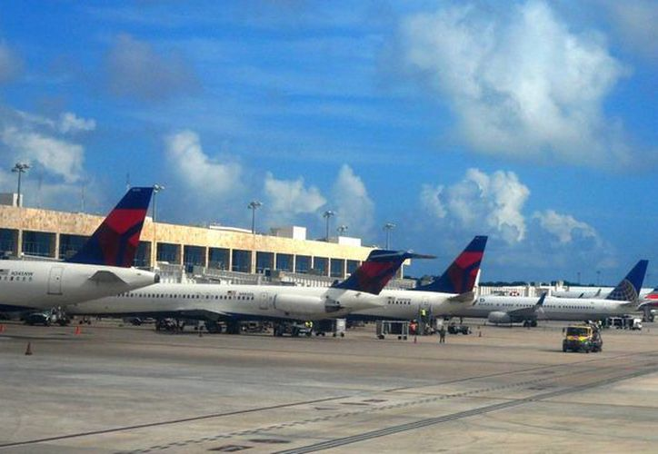 Los vuelos hacia Cancún procedentes de España hacen escala en Distrito Federal y Miami. (Israel Leal/SIPSE)