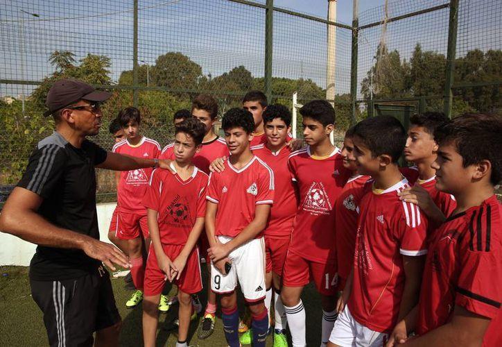 David Nakhid cuenta con una academia deportiva en Libano. El ex mediocampista de Trinidad y Tobago se inscribió la semana pasada como candidato a la presidencia de FIFA ante poderosos dirigentes que cuentan con el apoyo y los recursos suficientes para realizar su campaña. (Imágenes de AP)
