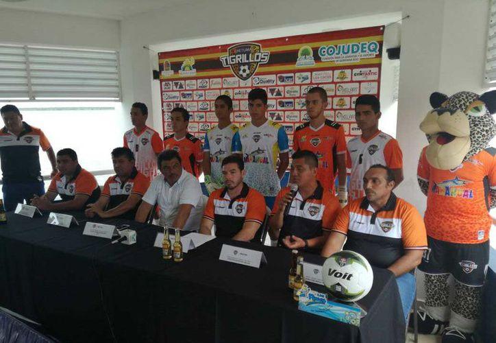 La conferencia de prensa de presentación se llevó a cabo en las instalaciones del Club Náutico de Chetumal. (Miguel Maldonado/SIPSE)