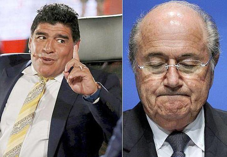 Diego Maradona tachó de dictador de vitalicio a Joseph Blatter, cuya reelección en la FIFA está en juego. (telegraph.co.uk(Foto de archivo)