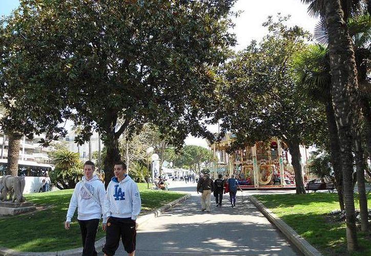 Muchas zonas públicas como parques y playas, además de los campus universitarios, son áreas libres de tabaco. (Javier Doren/Flickr)