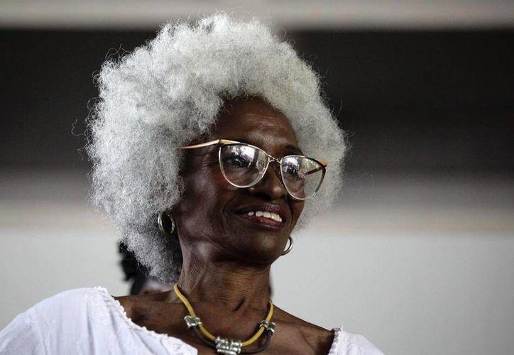 Felicia Solano, de 72 años, muestra su melena 'afro' durante un concurso en La Habana, realizado para reivindicar la identidad de la raza negra en la isla. (AP)