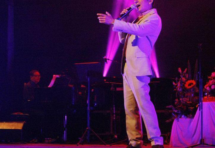 El cante Jesús Armando brindará junto con Gina Osorno y Javier Alcalá, un concierto el próximo martes a las ocho de la noche en el Siglo XXI. La función, organizada por la Fundación Camila, busca recaudar fondos a favor de las personas que esperan el trasplante de un órgano. (Sedeculta)