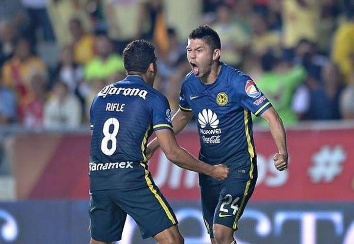 Oribe Peralta anotó dos de los tres goles con que América fulminó en el segundo tiempo al Morelia en partido de la Liga MX. (mexsport.com)