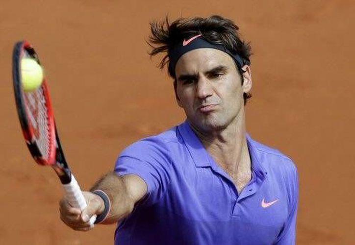 El tenista Suizo derrotó al bosnio Damir Dzumhur 6-4, 6-3, 6-2, para acceder a los octavos de final del Roland Garros. (AP)