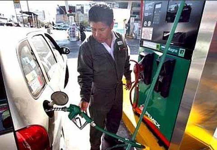 El 1 de enero entró en vigor el incremento de 1.9% en el precio de los combustibles. (Milenio Novedades)