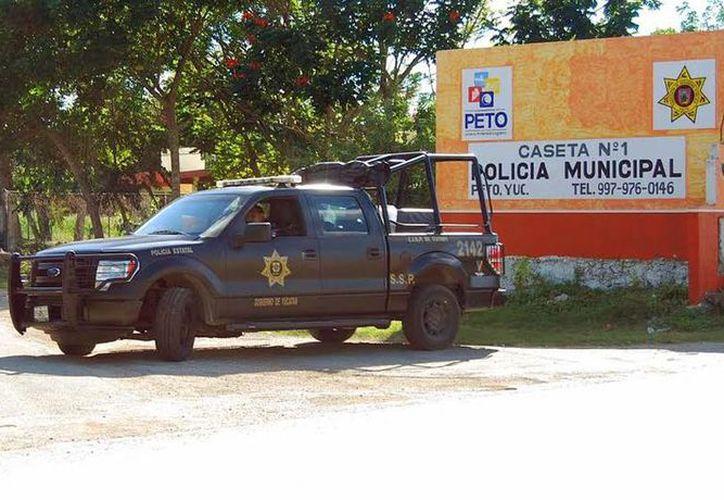 La Policía Estatal inició un operativo especial de seguridad en Peto, donde un comandante de la policía fue baleado. (Milenio Novedades)