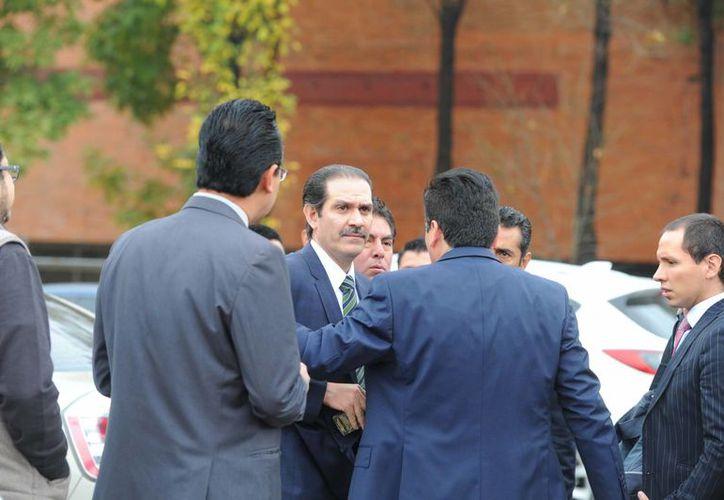 Guillermo Padrés también enfrenta cargos de delincuencia organizada y operaciones con recursos de procedencia ilícita. (siempre.com.mx)