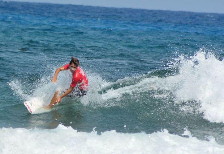 El evento se realizó en playa Chen-Río con la participación de más de 30 surfistas. (Redacción)