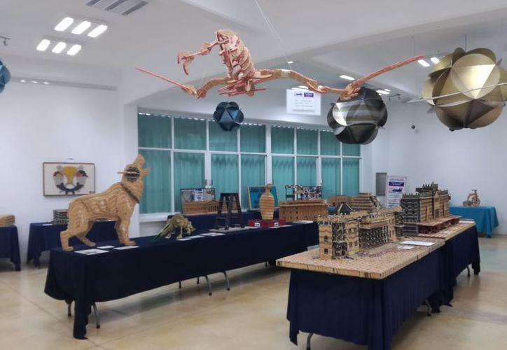 El público apreció 30 obras realizadas con cerillos de madera. (Faride Cetina/SIPSE)