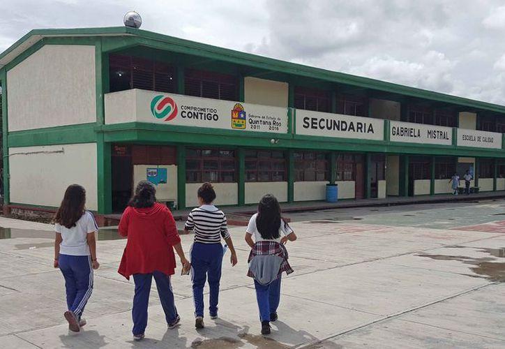 """El hecho se registró en la escuela secundaria """"Gabriela Mistral"""". (Jesús Tijerina/SIPSE)"""