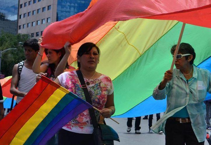 """La comunidad gay asegura que aunque la jerarquía católica los considera """"como parte de la comunidad cristiana"""" no gozan de los mismos derechos. (Archivo/Notimex)"""