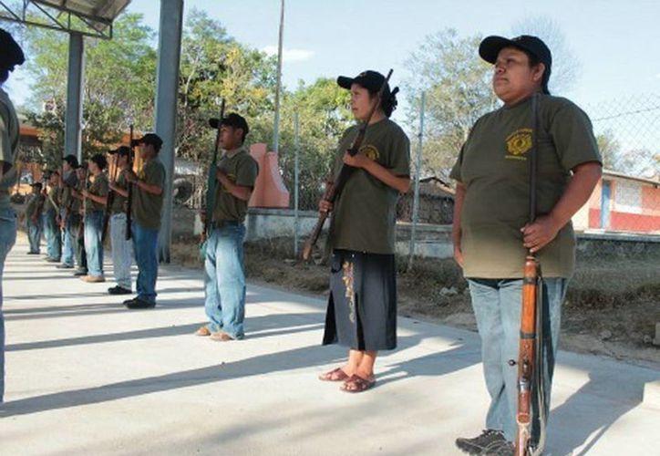 Cuatro mujeres están entre los 25 elementos de la policía comunitaria. (Rogelio Agustín/MILENIO)