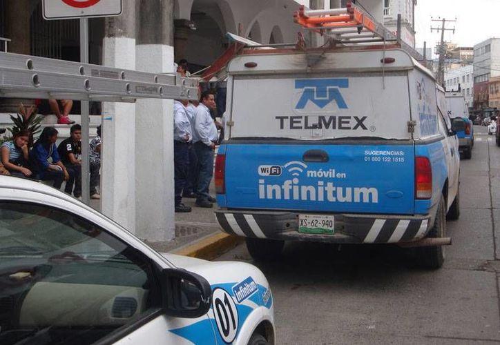 Advierte a los trabajadores de Telmex que está en riesgo la viabilidad de la empresa debido a que fue declarada como agente económico preponderante. (periodicoabc.mx)