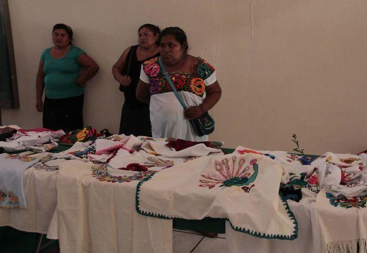 El edificio B de la institución es sede de la exposición y venta de artesanías. (Tomás Álvarez/SIPSE)