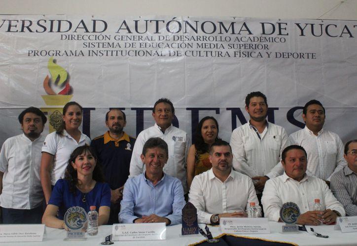 La foto oficial, después de la presentación de la cuarta edición de los Judems. (Novedades Yucatán)