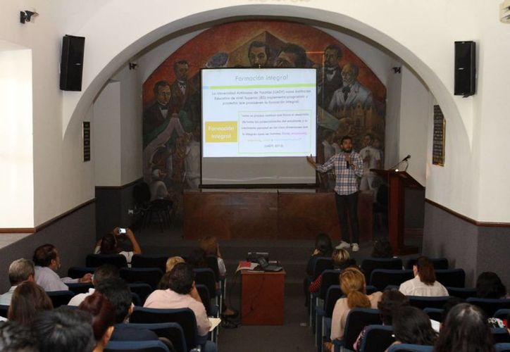 En la Reunión de Tutorías, se destactó el buen uso de redes sociales entre los estudiantes yucatecos. El evento se llevó a cabo en el edificio central de la Uady. (Milenio Novedades)