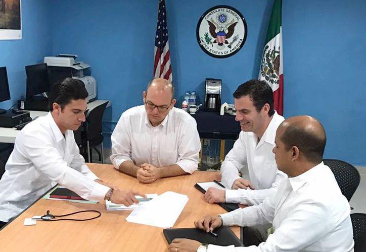 El alcalde se reunió con el Cónsul General y Oficial Principal de Estados Unidos en Mérida, Yucatán. (Cortesía)