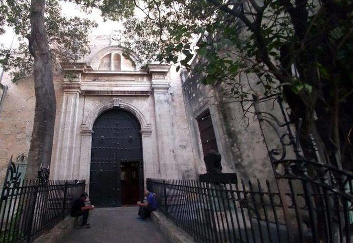Una de las capillas anexas a la Catedral se encuentra situada sobre la calle 61 entre 58 y 6O. (Fotos: José Acosta/Milenio Novedades)