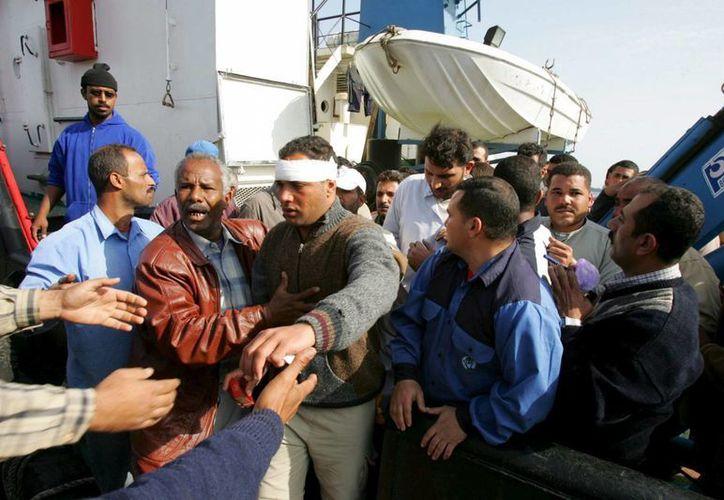 Supervivientes del naufragio de un ferry que se hundió en el Mar Rojo, entre Arabia Saudí y Egipto, en 2006. (EFE/Archivo)