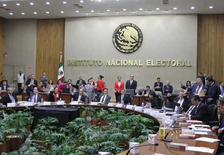 El Consejo General Instituto Nacional Electoral multó al partido verde por desacato con un día sin spots. (Archivo/Notimex)