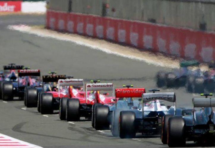 En Bahrein, las pruebas de la pretemporada de F1 terminan mañana. Por lo pronto, hoy Felipe Massa mostró su mejor cara para llevarse el mejor tiempo. Imagen temática de una carrera de F1 (circusf1.com)