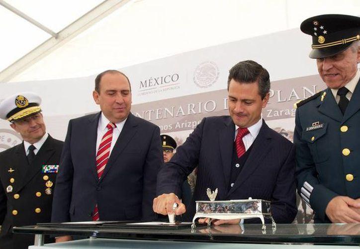 Peña Nieto se refirió al Ejército como la piedra angular del México institucional y democrático de hoy. (Notimex)