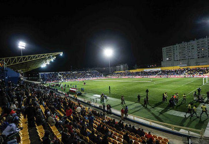 El partido se suspendió este lunes, por cuestiones de seguridad en el estadio António Coimbra da Mota. (Contexto/Internet)