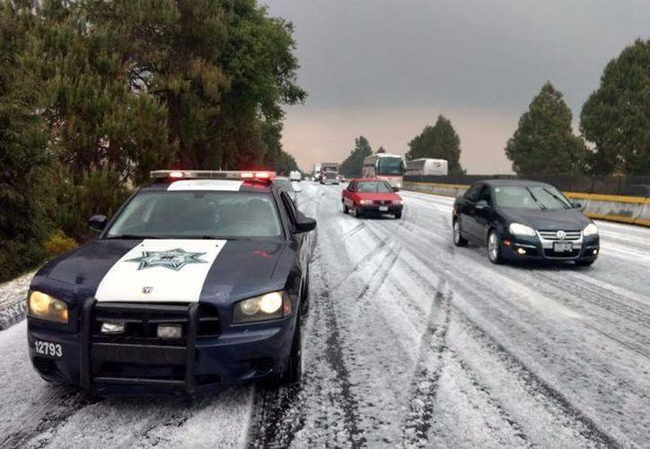 La Policía Federal pone a disposición de la ciudadanía los números de emergencias 088 y 9+1+1 para recibir cualquier solicitud de apoyo. (La Jornada).