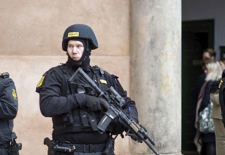 Las autoridades detuvieron a dos hombres de origen extranjero, pero todavía no han confirmado si están relacionados con el tiroteo. (RT)