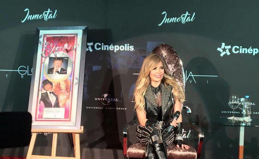 Gloria Trevi estrenó el video de 'Dímelo al revés', una de las dos canciones inéditas incluidas en su más reciente álbum, <i>Inmortal</i>. (Facebook)