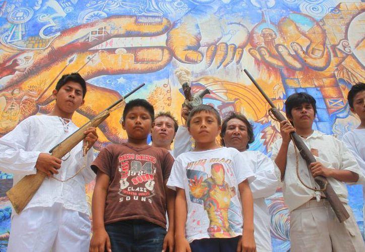 Un grupo de 15 corredores indígenas, adolescentes y adultos, corrieron de Playa del Carmen a Tihosuco para celebrar el Mayapax. (Daniel Pacheco/SIPSE)