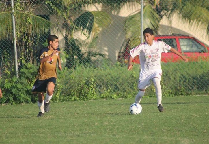 El equipo Ejidatarios de Bonfil, estrenarán uniforme en la temporada 2014-2015 de la Tercera División Profesional. (Redacción/SIPSE)