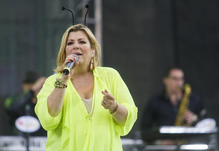 """Margarita la """"Diosa de la cumbia"""", quien puso a bailar a los asistentes, en el Zócalo de la Ciudad de México, para celebrar el 80 aniversario del grillito cantor """"Cri Cri"""". (Notimex)"""