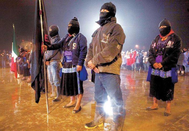 El acto principal se realizó en una cancha de baloncesto, que fue custodiada en todo momento por zapatistas. (Milenio)