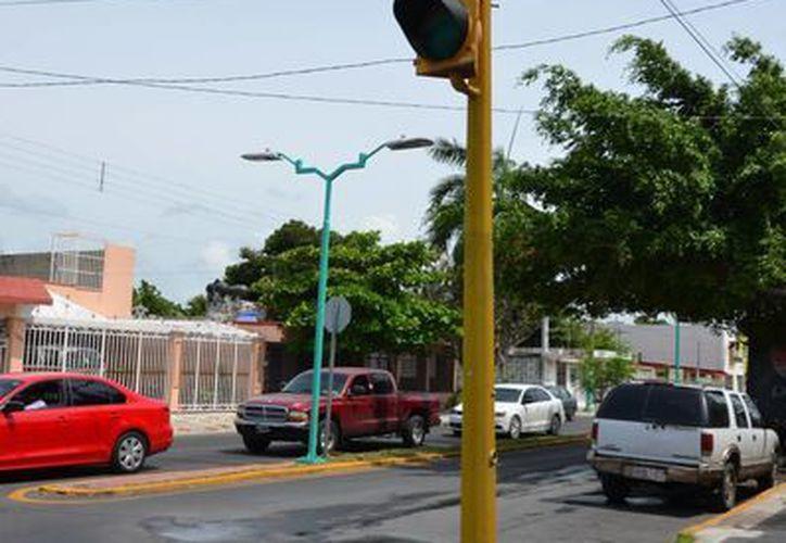 En Chetumal hay 35 semáforos para vialidad y la intensión que se cuente con semáforos inteligentes. (Gerardo Amaro/SIPSE)