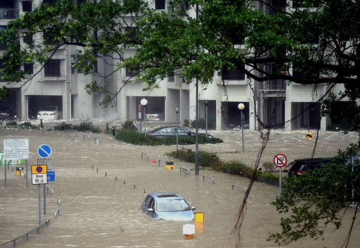 El tifón, apodado Ompong en Filipinas, tocó tierra a primera hora de la madrugada este sábado en la ciudad costera de Baggao. (Foto: Xinhua)